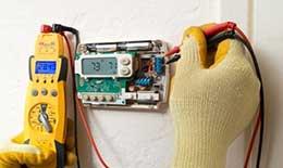 HVAC technician in Manteca diagnoses a thermostat
