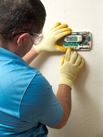 Tracy heating repair specialist diagnoses a faulty thermostat
