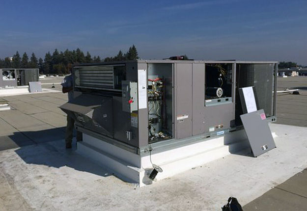 Rooftop packaged commercial HVAC installation in Turlock