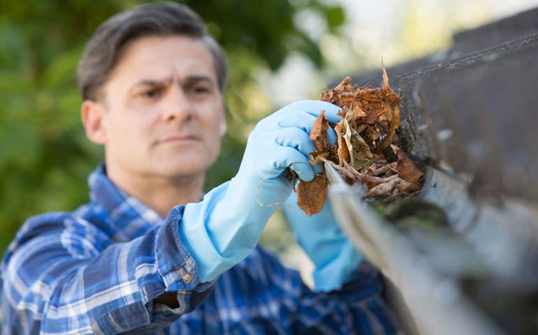 cleaning rain gutters
